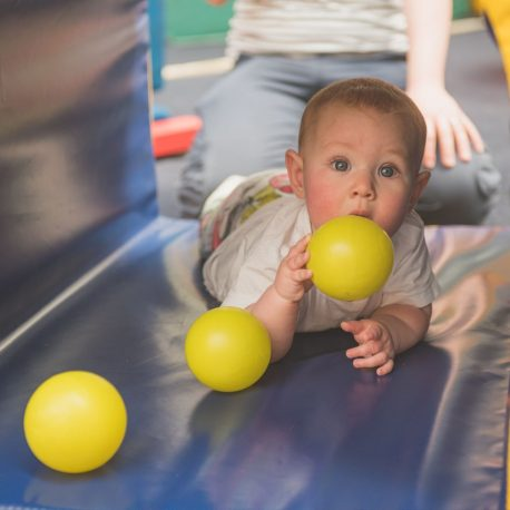 Seaford-Kindergym-baby-in-tunnel